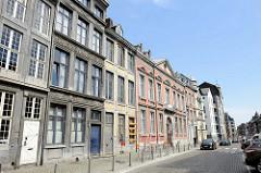 Historische Architektur, teilweise Leerstand in der Rue Hors-Château von Lüttich / Liège.