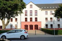 Schulgebäude der Claus Jesup Schule in der Liselotte Herrmann Straße von Wismar; Claus Jesup war zu Beginn des 15. Jahrhunderts Anführer der aufständischen Handwerksämter in Wismar .