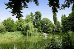 Teich / Mühlenbach im Lindengarten von Wismar.