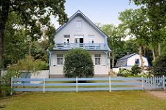 Wohnhaus / Villa mit Ferienwohnungen an der Strandpromenade im Ostseebad Boltenhagen.