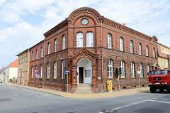 Baudenkmal  der Kleinstadt Bützow, denkmalgeschütztes  ehemaliges Postamt in der Langestraße; Backsteinarchitektur der 1880er Jahre.