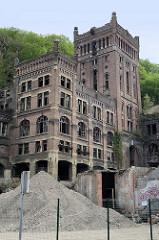Förderturm  Zeche Hasard in Visé, Belgien. Malakow-Turm der 1907 eröffneten Kohlenzeche, die 1977 stillgelegt wurde. Teile der historischen Industriearchitektur stehen unter Denkmalschutz - andere Gebäude 2017 abgerissen.