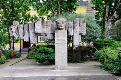 Denkmal für den polnischen Schriftsteller Stefan Żeromski in Groß Strehlitz / Strzelce Opolskie.