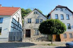 Wohnhäuser, einstöckige Einzelhäuser  in Oderberg, teilweise restauriert.