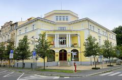 Gebäude der Stadtverwaltung in  Franzensbad / Františkovy Lázně; errichtet 1912 - die Jahreszahl steht in römischen Ziffern am Giebel.