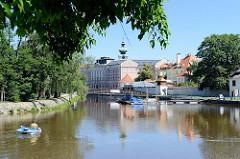 Blick über den Fluss Maltsch / Malše zur historischen Innenstadt von  Budweis /  České Budějovice.