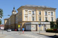 Historische Verwaltungsarchitektur, Gebäude vom Landesregierungsamt von Südböhmen in der Straße B. Němcové von / Budweis / České Budějovice.