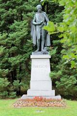 Bronzeskulptur/Statue von Kaiser Joseph I  - Inschrift Franciscus I im Kurpark von Franzensbad / Františkovy Lázně.