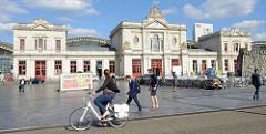 Bahnhofsgebäude / Empfangsgebäude vom Hauptbahnhof Löwen / Leuven; errichtet 1875 - Architekt H. Fouquet.