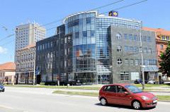 Moderne Verwaltungsarchitetkur in der Straße Pražská tř. in Budweis / České Budějovice.