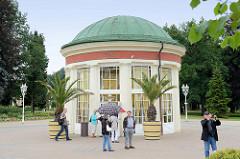 Pavillon der Franzensquelle in   Franzensbad / Františkovy Lázně; eines der Wahrzeichen des böhmischen Kurorts, er wurde im neoklassizistischen Baustil 1832 errichtet.