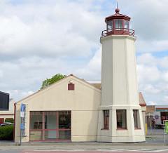 Leuchtturmgebäude an der Sint-Pieterskaai in Brügge, Verbindung zwischen  Gent-Oostende Kanal und dem Boudewijnkanal.