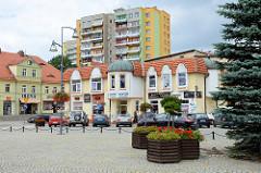 Marktplatz mit  Geschäfts- und Wohnhäusern im Zentrum von Langenbielau/Bielawa.