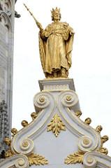 Alte Kanzlei in Brügge - Giebel mit vergoldeter Figur.