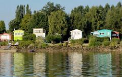 Wochenendhäuser am Elbufer bei Bullenhausen / Over.