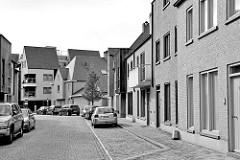Moderne Wohnhäuser, Neubausiedlung in der Willem de Dekenstraat von Brügge.