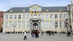 Alter Gerichtshof auf dem Burgplatz von Brügge - klassizistische Architektur, errichtet 1727.