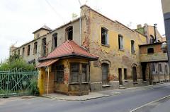 Pförtnerhaus der ehemaligen Dierig Textilwerke / Bielbaw - Industrieruine in der polnischen Stadt Langenbielau/Bielawa.