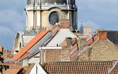 Dächer der Stadt Brügge - Blick auf die Kuppel vom English Convent - Monastère Notre-Dame de Nazareth.