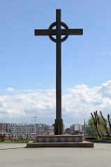 Visserskruis - Denkmal für Fischer, die auf der See umgekommen sind - Hafen von Seebrügge.