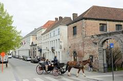 Kutschrundfahrt für Touristen durch die Stadt Brügge.