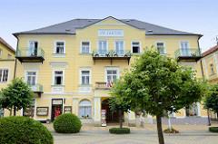 Hotel J. W. Goethe  in der Prachtallee Narodní von Franzensbad, Františkovy Lázně; der Dichter besuchte zwar das Kurbad übernachtete aber in einem anderen Hotel.