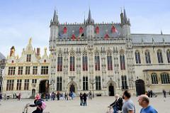 Rathaus und ehem. Gerichtsgebäude am Burgplatz von Brügge.