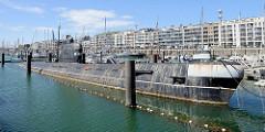 Russisches U-Boot der Foxtrot-Klasse im Sportboothafen von Seebrügge. Das Boot B-143, Foxtrot typ 641 wurde 1960 gebaut und 1994 außer Dienst gestellt.