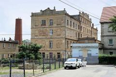 Historische Industriearchitektur - leerstehendes Fabrikgebäude im Zentrum von   Pieszyce / Peterswaldau.