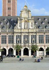 Detail/Giebel der Universitätsbibliothek in der belgischen Stadt Löwen/Leuven. Das historische Gebäude stammt  ursprünglich aus dem Anfang des 14. Jahrhunderts, wurde 1915 zerstört und wieder aufgebaut.