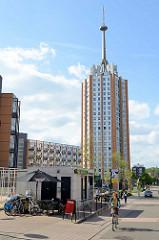 Moderne Wohnarchitektur / Wohnblocks im Sint Maartensdal von Leuven / Löwen; errichtet zwischen 1960 und 1971 - Architekten Albert Moerkerke und Jan De Mol.
