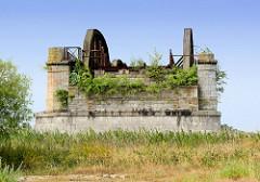 Reste / Ruine der historischen Elbbrücke bei Dömitz - zerstört 1945.