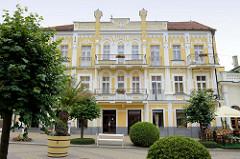 Historische Architektur aus der Jahrhundertwende / Wohnhaus in der Prachtallee Narodní von Franzensbad, Františkovy Lázně.