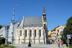Kirche der Heiligen Familie / Kostel svaté Rodiny in Budweis /  České Budějovice, erbaut 1888 für das Waisenhaus; Entwurf Baumeister Gislene Béthun.