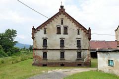 Hausruine /Scheune eines landwirtschaftlichen Anwesens in Langenbielau / Bielawa.