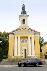 Heilig Kreuzkirche / Kreuzerhöhungskirche in  Franzensbad / Františkovy Lázně. Die katholische Kirche wurde 1819 im Baustil des Empire errichtet  - Architekt Františkovy Lázně.