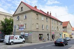 Mehrstöckiges Wohnhaus mit Geschäften in der Hauptstraße Tadeusza Kościuszki von   Pieszyce / Peterswaldau.