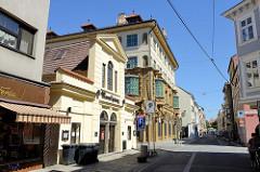 Geschäftshäuser / Läden in der historischen Innenstadt von  Budweis /  České Budějovice.