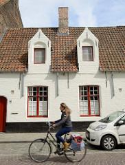 Wohnhäuser, Godshuizen / Gotteshäuse in der Boeveriestraat von Brügge - Sozialwohnungen, im 14. Jahrhundert von reichen Bürgern oder Gilden für Arme, Alte oder Witwen errichtet.