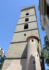 Schwarzer Turm / Černá věž in Budweis / České Budějovice; er wurde als Wachturm und Glockenturm für die Nikolauskirche von 1549 bis 1577 von den Baumeistern Hans Spatz, Lorenc (ab 1555) und V. Vogarelli (ab 1565) errichtet.