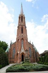 Katholische Kirche Maria Himmelfahrt in Langenbielau/Bielawa, geweiht 1876 - Architekt Alexis Langer .