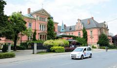 Ehemalige Villa / Wohnhaus des Textilfabrikanten Dierig in Langenbielau/Bielawa; jetzige Nutzung als Palast-Hotel.