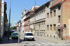 Wohnhäuser und Geschäfte in   der Stadt Budweis / České Budějovice.