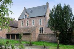 Gebäude im drei Hektar Großen Beginenhof in Löwen / Leuven; der Löwener Beginenhof ist ein typischer Stadtbeginenhof mit zahlreichen kleinen Straßen und Plätzen. Der größte Teil  einzelner Häuser stammt aus dem 16. Jahrhundert.