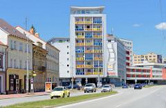 Das Gemeinschaftshaus Koldům (kolektivní dům) an der Prager Straße in Budweis - das auffallende Wohnhaus  wurde 2012 zum Kulturdenkmal erklärt.