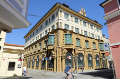 Gebäude der 1913 im aufwändigem Jugendstil errichteten  Städtischen Sparkasse von  Budweis /  České Budějovice - jetzt Nutzung durch eine Bank.