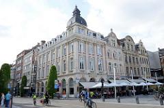 Wohnhäuser - Geschäftshäuser am Bahnhofplatz in Leuven / Löwen.