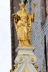 Vergoldete Figur / Skulptur, Alte Kanzlei in Brügge. Renaissance-Architektur, ursprünglich errichtet 1537.