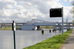 Klappbrücke / Roskambrug über den Boudewijnkanal