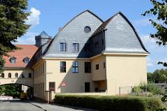 Restauriertes Torhaus in der Messingwerksiedlung von Finow.